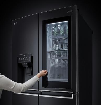 CES 2021: frigo InstaView Door-in-Door con dispenser - Foto by LG