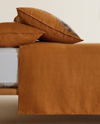 Federe e copripiumino in lino caramello - Foto by Zara Home