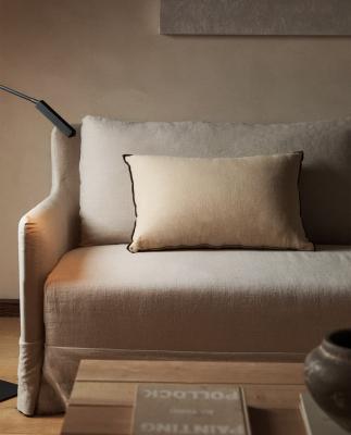 Cuscino in lino in nuance beige - Foto by Zara Home