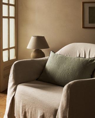 Cuscino in lino in nuance verde - Foto by Zara Home
