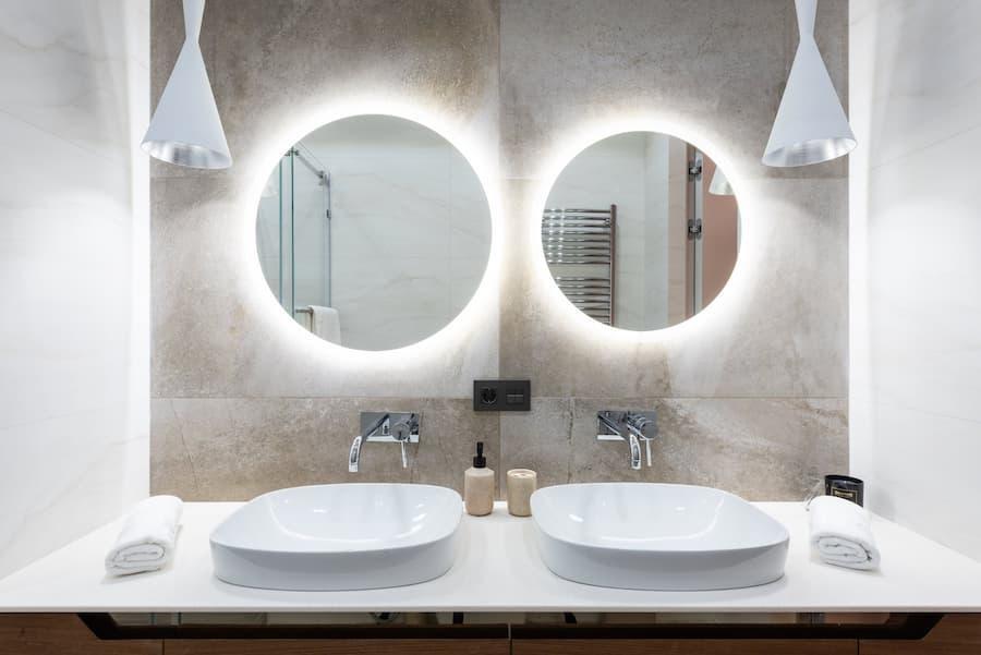 In bagno occorre una luce specchio che non abbagli e non crei fastidi