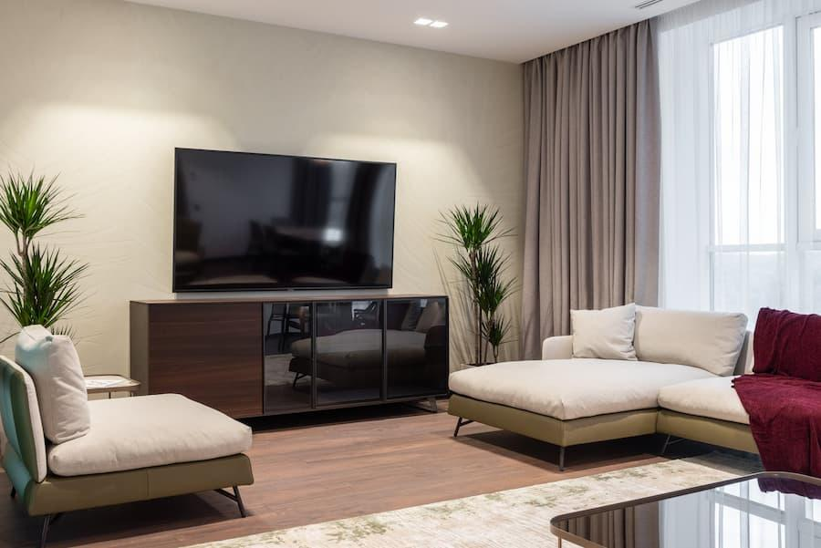 Intorno alla TV bisogna fare attenzione a luci che si riflettono nello schermo