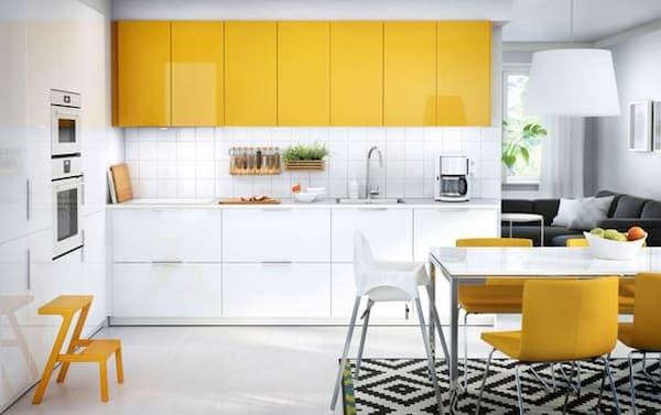 Cucina IKEA con ante gialle