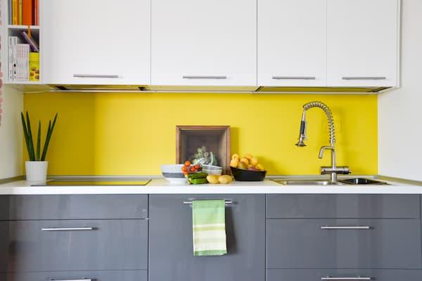 Cucina IKEA in giallo e grigio - credits Pinterest
