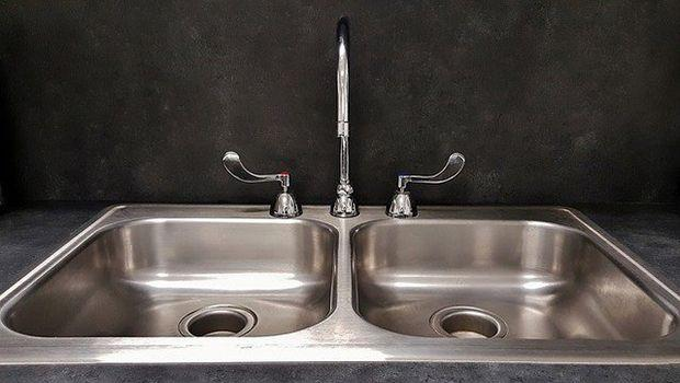 Pulizia perfetta del lavello in acciaio senza rovinarlo