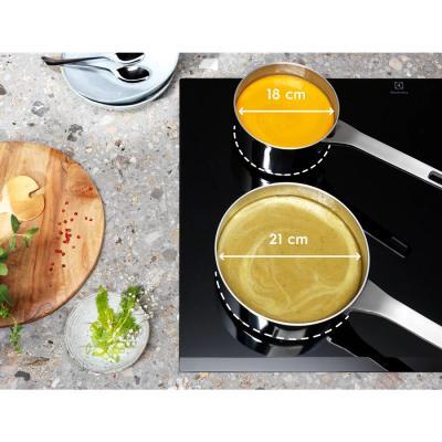 FlexiBridge Electrolux, piano induzione adattabile alla grandezza delle pentole