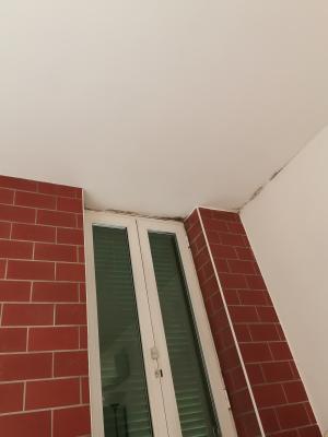 Infisso esterno non isolato continuità della soletta causa di ponte termico