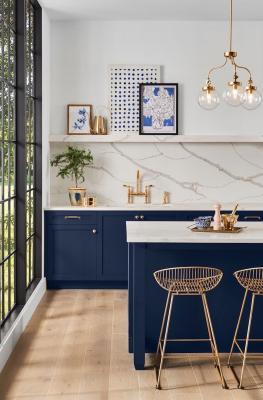 Blu navy in cucina, da architecturaldigest.com