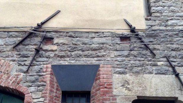 Edificio storico consolidato con tiranti