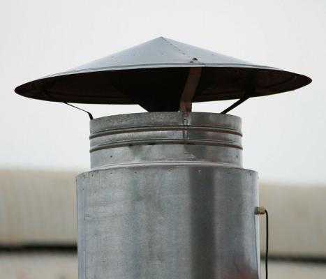 Tiraggio efficiente per canne fumarie: comignolo in metallo