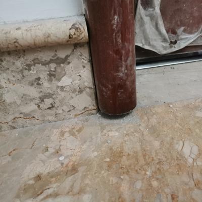 Sollevamento cornice porta caposcala per posa pavimento in sovrapposizione
