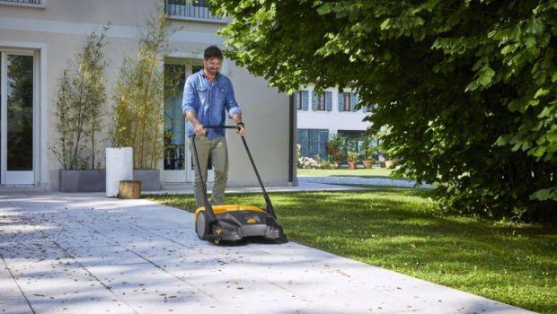 Cortili e pavimenti sempre puliti con le spazzatrici manuali