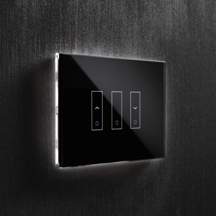 Interruptor negro de la marca Iotty