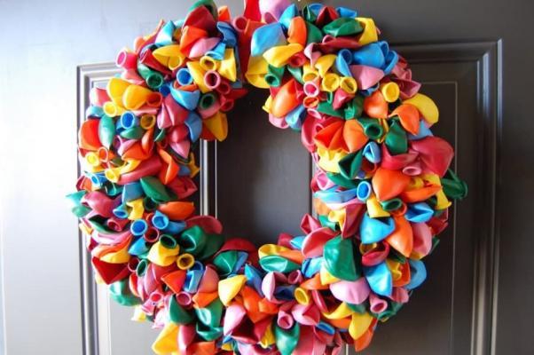Ghirlanda con palloncini, da thefunkystitch.com