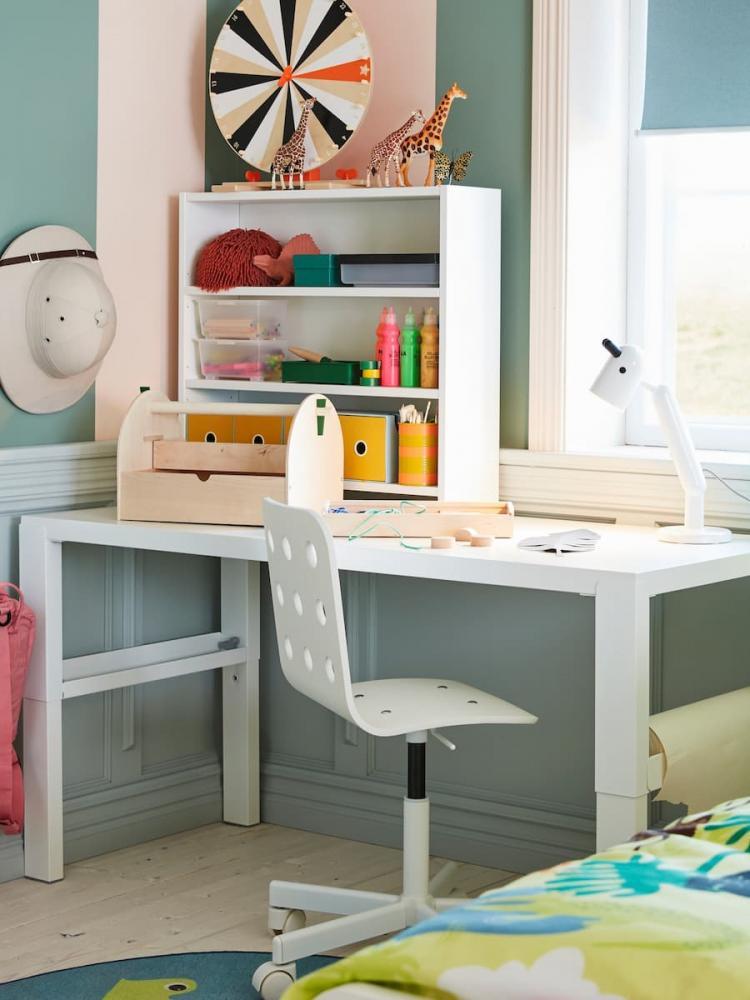 Cameretta con scrivania Ikea