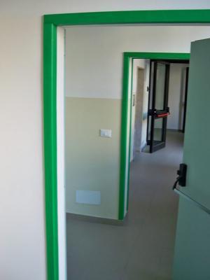 Paraspigolo installato agli stipiti delle porte