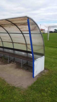 Protezione paraspigolo Giwa su una panchina di calcio