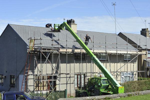 Ispezione facciata e tetto di copertura con cestello elevatore