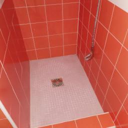 Piatto doccia fuorimisura realizzato con tesserine di ceramica superficie non perfettamente uniforme