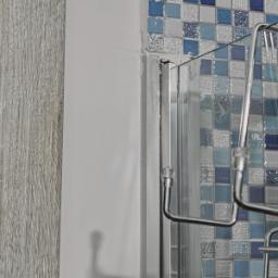 Listello di finitura laterale al controtelaio del box doccia incassato