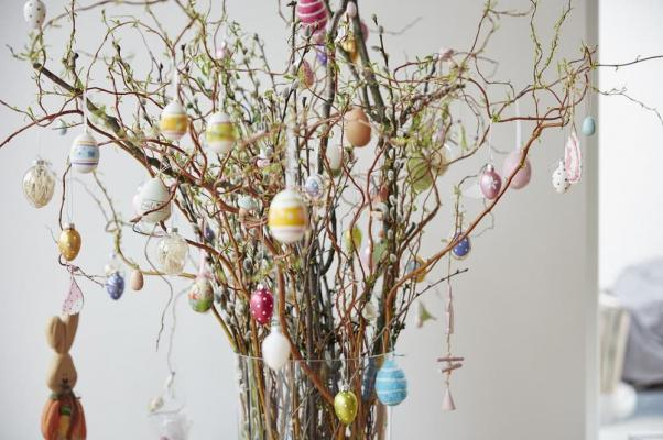 Lavoretti bambini albero Pasqua da redonline.co.uk