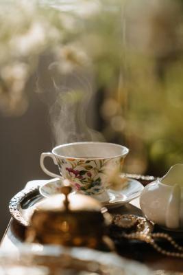 Un'elegante tazzina in porcellana inglese