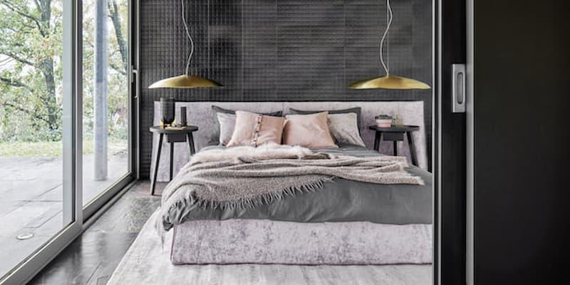 Parete nera camera da letto mobili Gervasoni