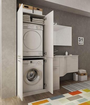 Mobile bagno con colonna lavanderia di Dafne Italian Design