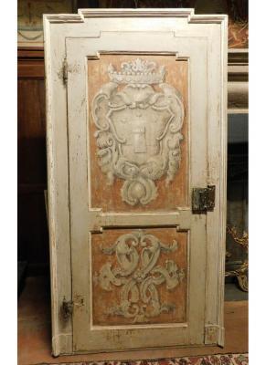 Porta settecentesca con stemma araldico, by Simone Marro