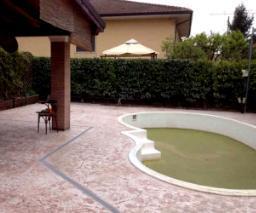Sistemazione area circostante piscina eseguita in calcestruzzo stampato gruppopave.it