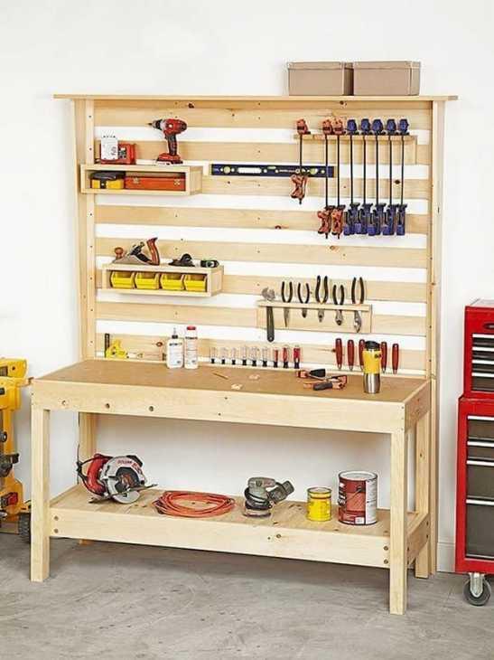 Table de travail dans le garage, de homezideas.com