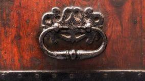 Pulizia accessori di mobili antichi: prodotti pronti e fai da te
