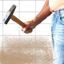 Percussione della muratura intonacata per verificare la tenuta dell'intonaco