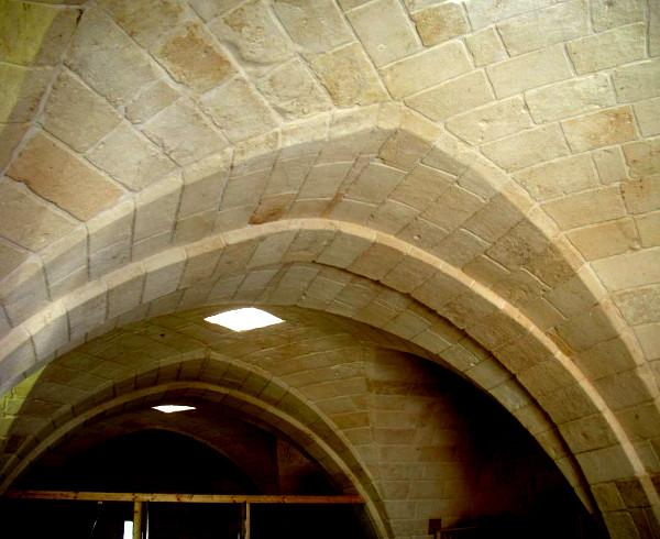 Vaults in tuff facing suitably treated and protected