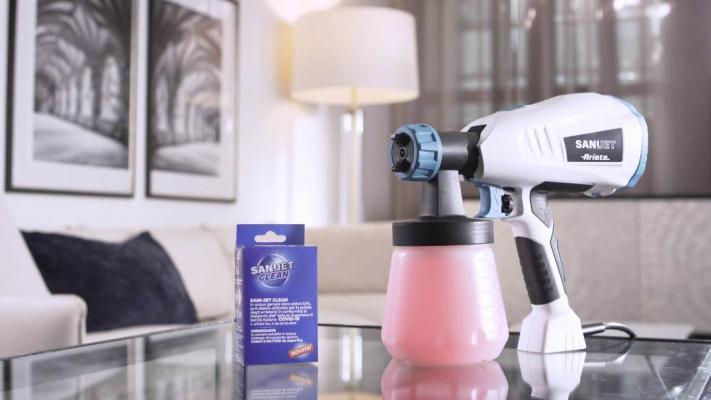Nebulizzatore di Ariete con la soluzione pulente