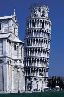 Torre di Pisa interamente costruita in marmo di Carrara