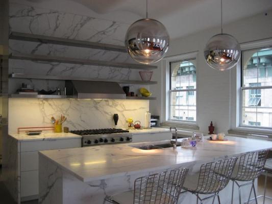 Il marmo di Carrara è adatto a vari ambienti tra cui la cucina - Foto Marmidicarrara