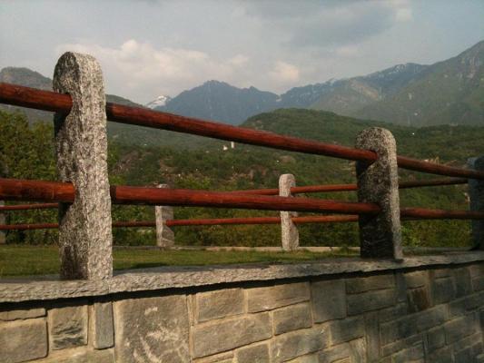 Rivestimento muro di cinta con pietra beola grigia - Beole Marmi Pelganta