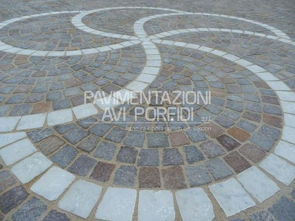 Driveway porphyry stone flooring - Avi Porfidi flooring