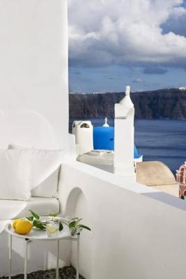 In località di mare si vedono anche parapetti in muratura - Pinterest