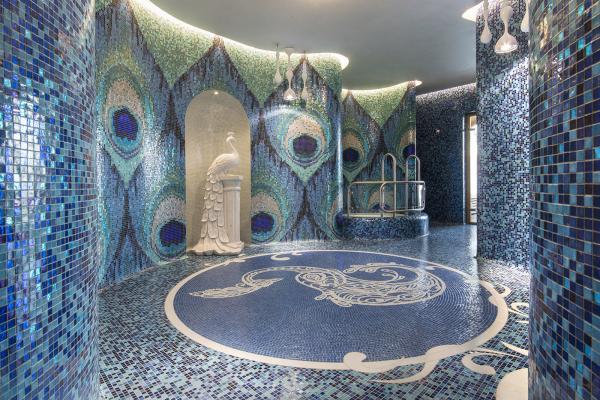 Piscine a Verbano, con installazione di mosaici