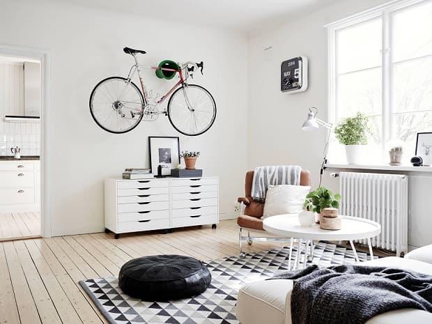 Bicicleta colgante, de adorable-home.com