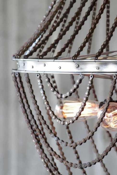 Araña con cadenas de bicicletas, de chandilighting.com