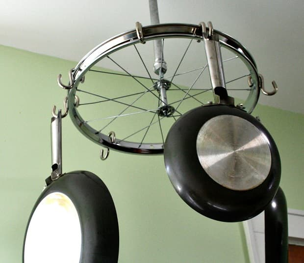 Porta macetas con rueda de bicicleta, de totalwomenscycling.com