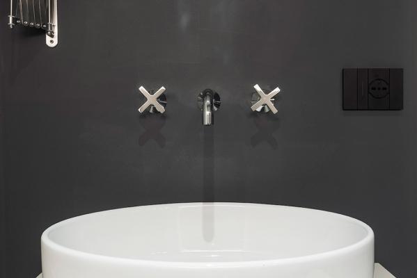 Ristrutturazione casa al mare: rubinetterie design - Foto: Francesca Macellari