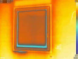 Immagine termografica di verifica di un infisso mal posato