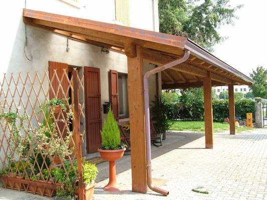 La tettoia in legno può essere anche solo un elemento schermante - Pinterest