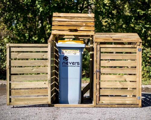 Copribdone in legno Foresta con i rifiuti