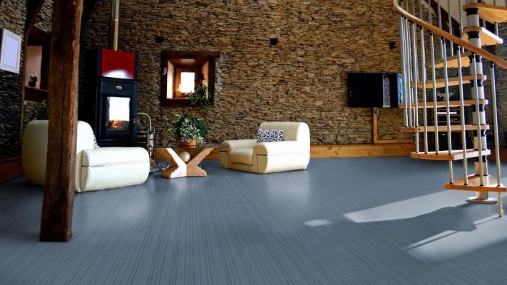 Salotto realizzato con pavimento flotex, linea pinstripe di Linoleum Italia