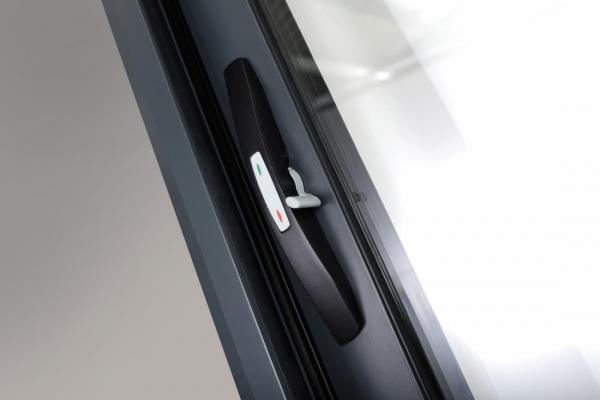 Dettaglio maniglia infissi scorrevoli, Oknoplast, modello MS Slide